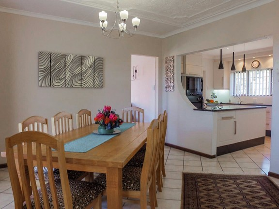 House in Vincent Heights - Dining Room