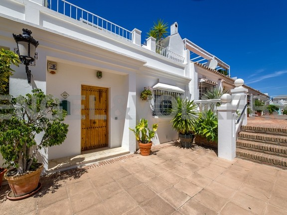 House in Marbella-Nueva Andalucía - Front Entrance of the Townhouse