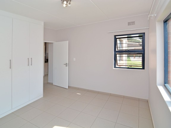 Apartment in Ravenswood - candelwood cres-8.jpg