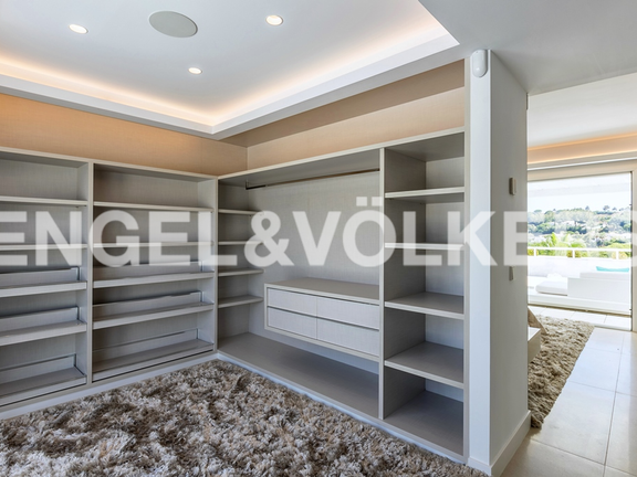 Condominium in Marbella-Nueva Andalucía - Large dressing room/walk in closet