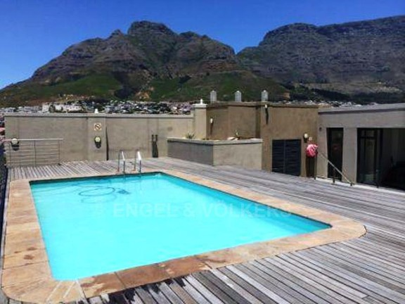 Condominium in Zonnebloem - Swimming pool with Table Mountain view