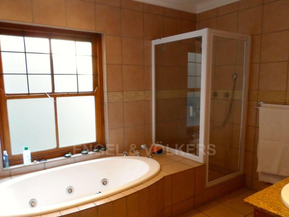 House in Waterkloof Ridge - 1 OF 3 BATHROOMS
