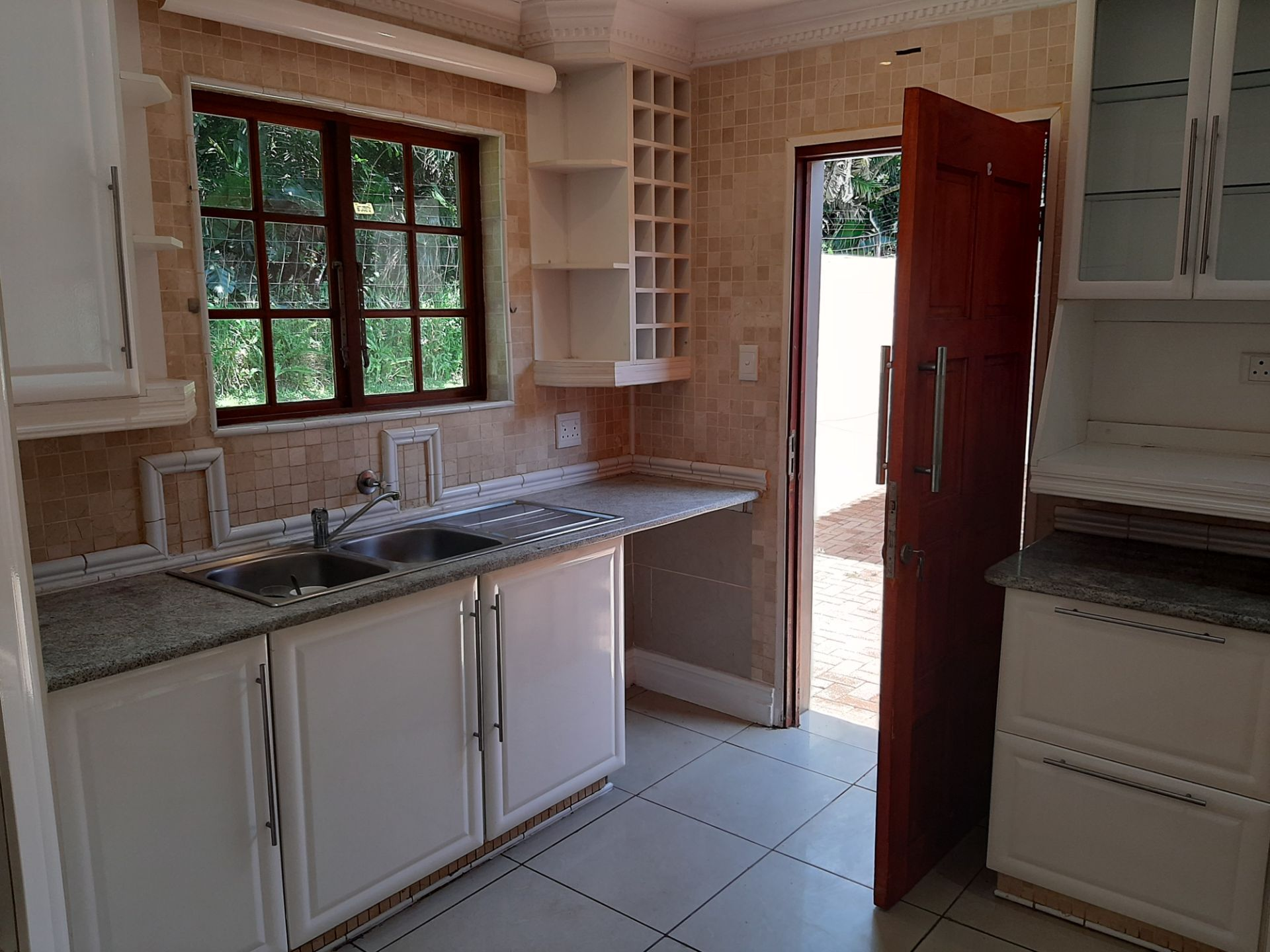 Apartment in Southbroom - Kitchen and Courtyard