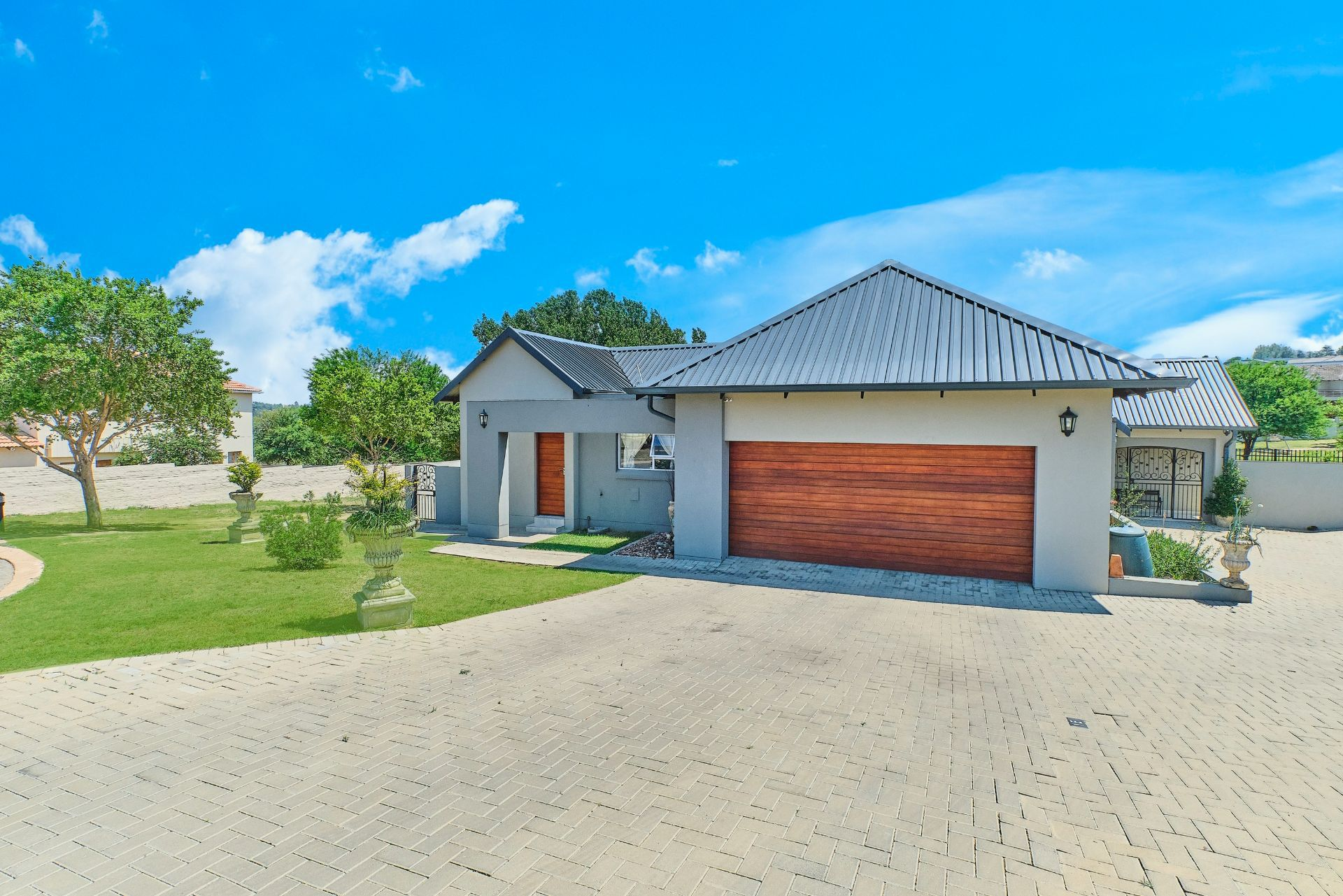 House in Maroeladal - 598 Cedar Creek - Gugu EVBA - L25.jpg