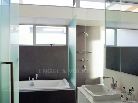 Condominium in Camps Bay - Bathroom