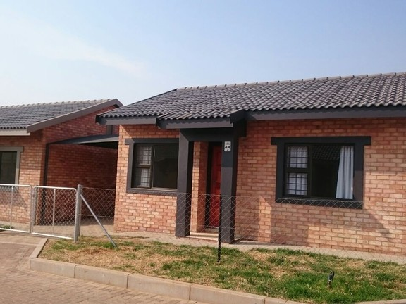 House in Ikageng - Property_4_UKJMCco.jpg