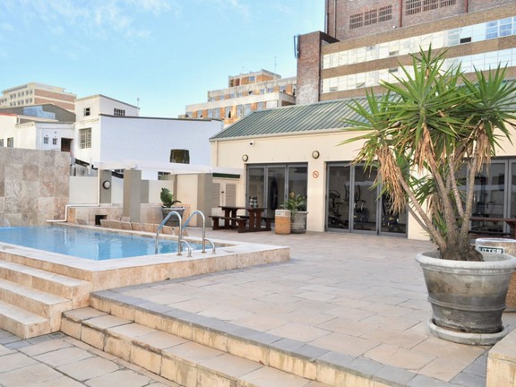 Apartment in City Centre - Pool terrace/braai and gym area