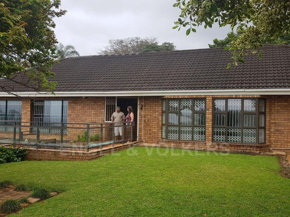 House in Umtentweni - 002 - House - front view.jpg