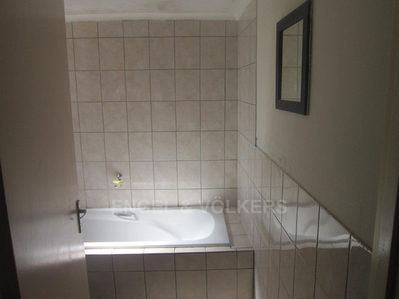 House in Kuils River - Family Bathroom