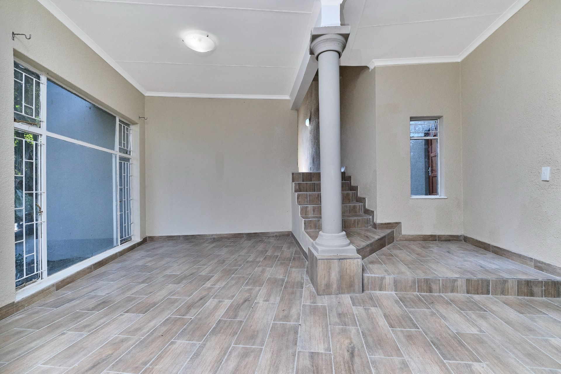 House in Olivedale - Entrance Area -Pause area.jpg
