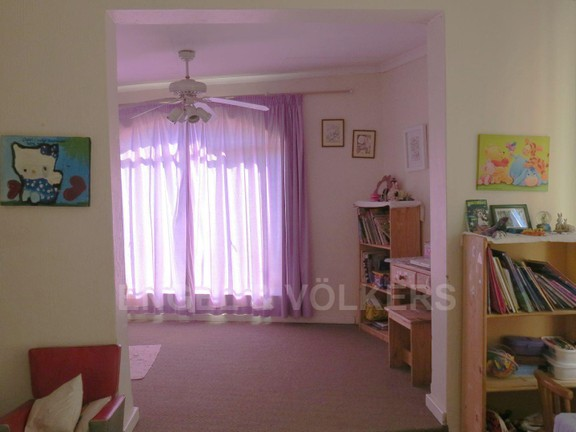 House in Vorna Valley - Study room with childrens bedroom.