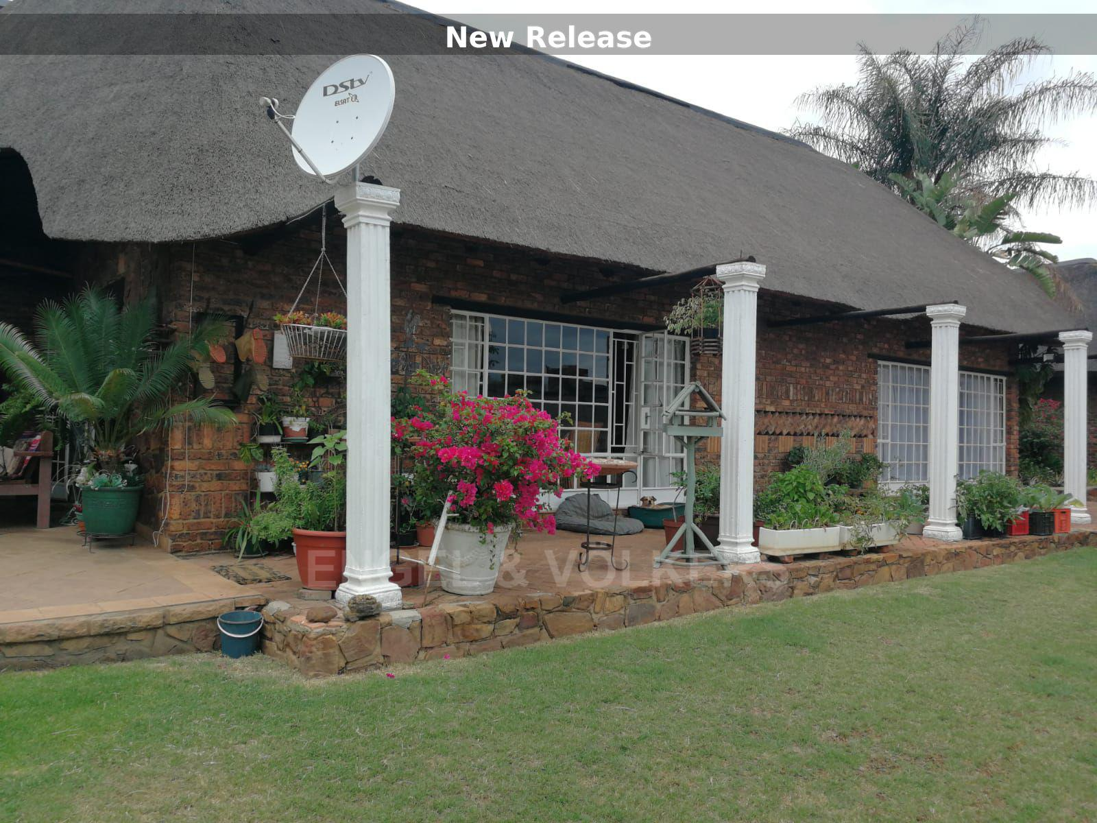 Land in Hartbeespoort Dam Area - Neat and attractive homestead