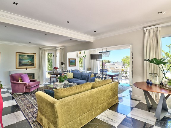 House in Camps Bay - Open plan living area
