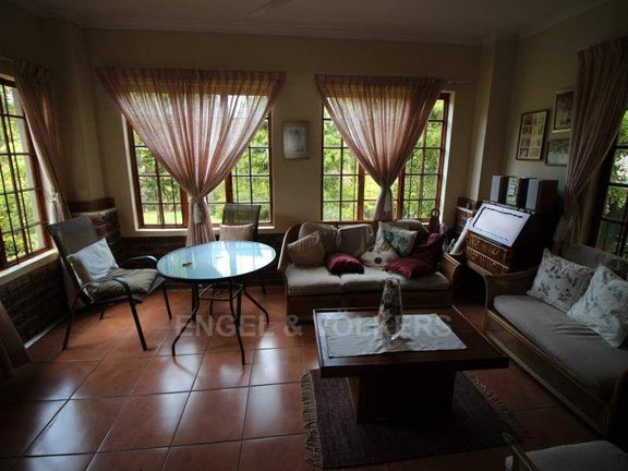 House in Uvongo - 025_Cottage_sun_room.JPG