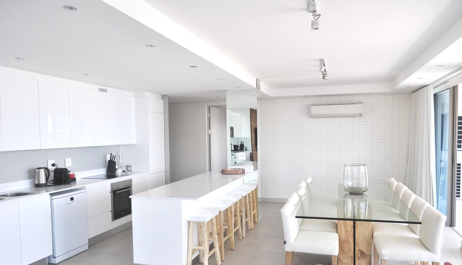 Apartment in Sea Point - Open plan dining and kitchen