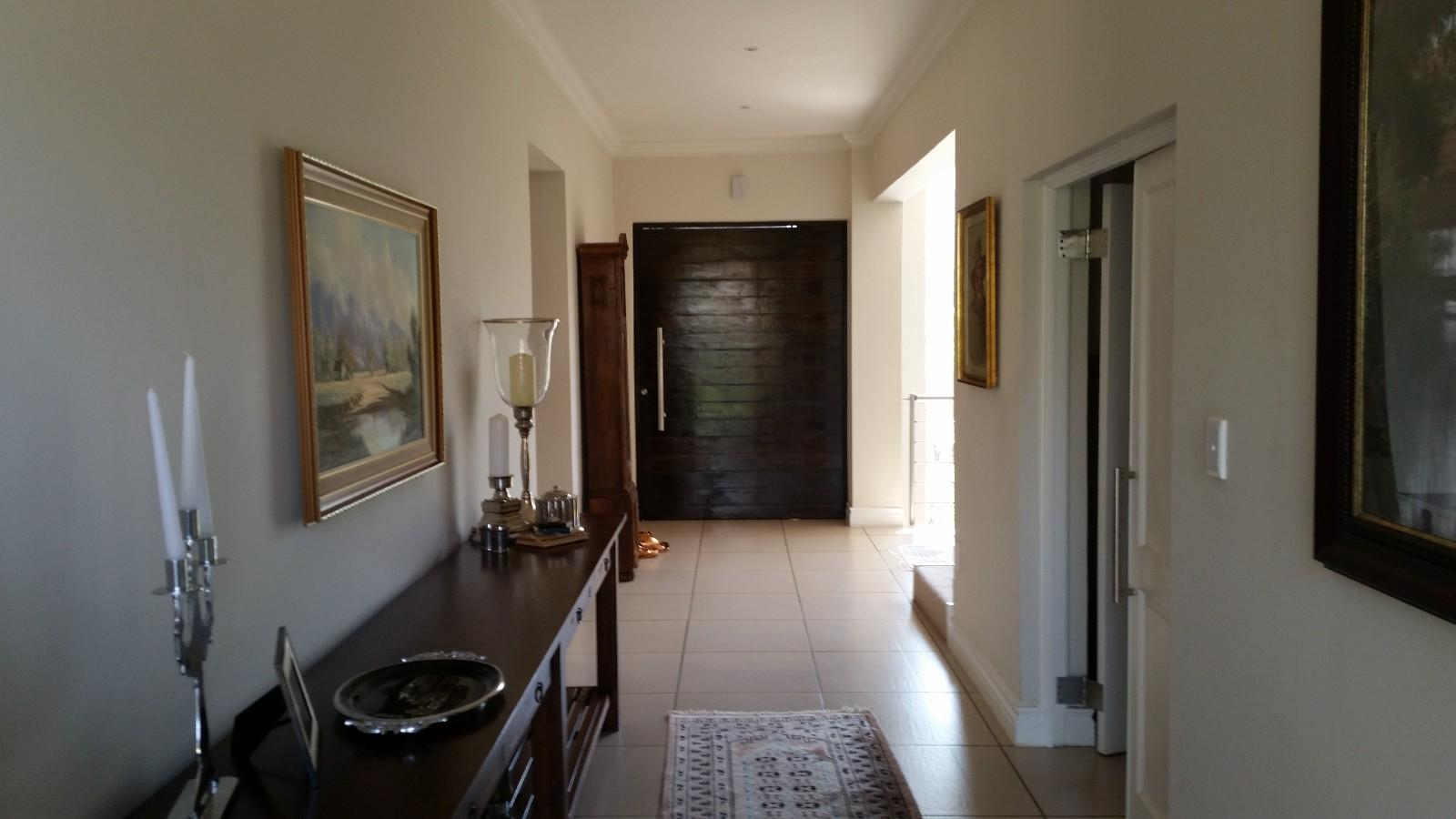 House in Magalies River Club and Golf Estate - Entrance_hall.jpg