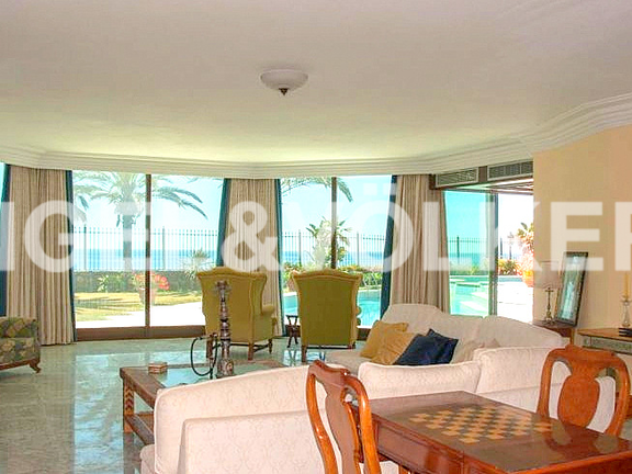 House in Beach Side Golden Mile - Living Room with Sea View