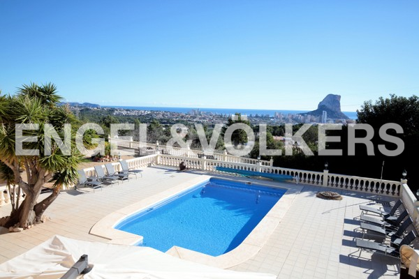 House in Calpe - View to pool, mountain and sea