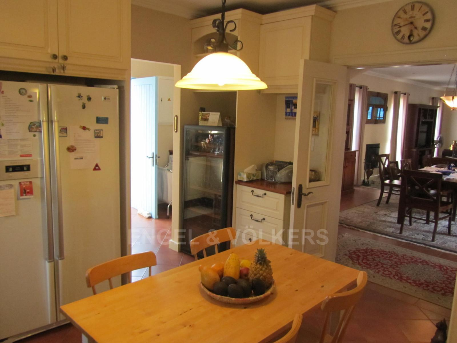 House in Ville D' Afrique - Kitchen to scullery