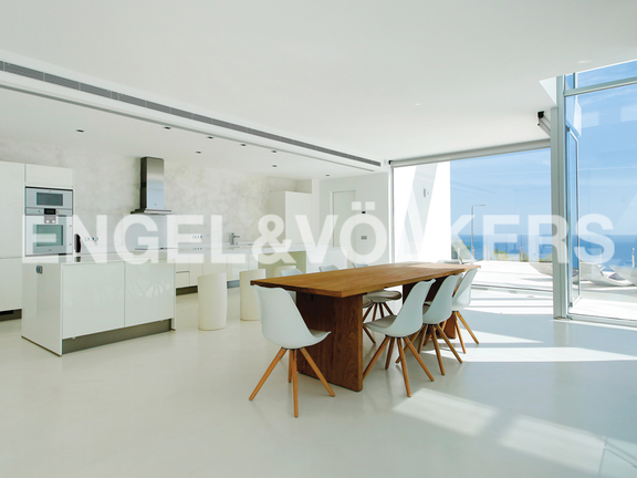 House in Urb. Roca Llisa - Kitchen with direct access to the terrace