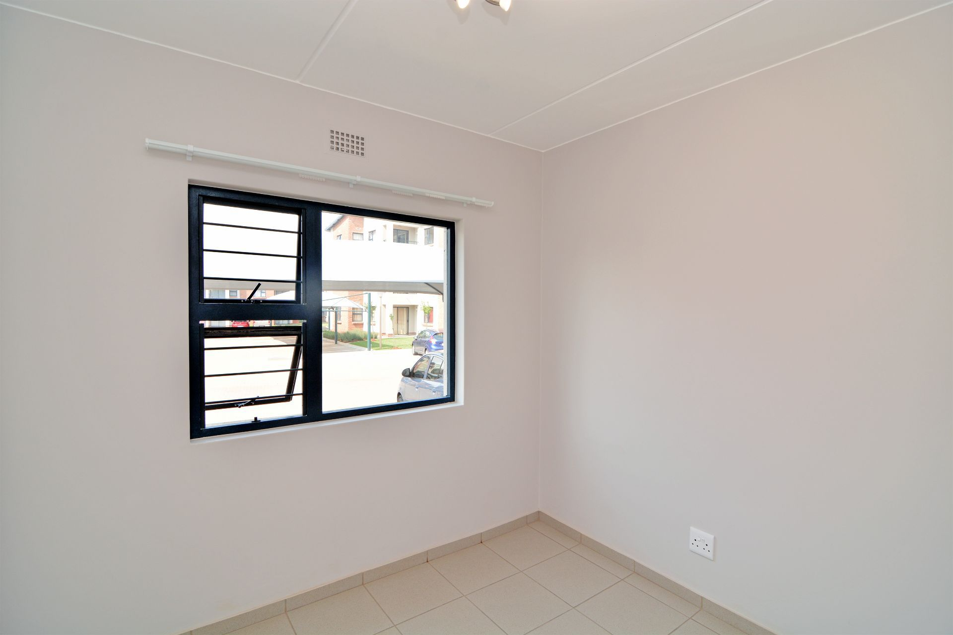 Apartment in Ravenswood - candelwood cres-10.jpg