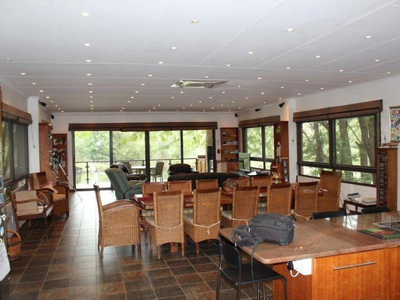 Land in Parys - LOUNGE_DINING_ROOM_OVERLOOKING_THE_VAAL_RIVER.jpg