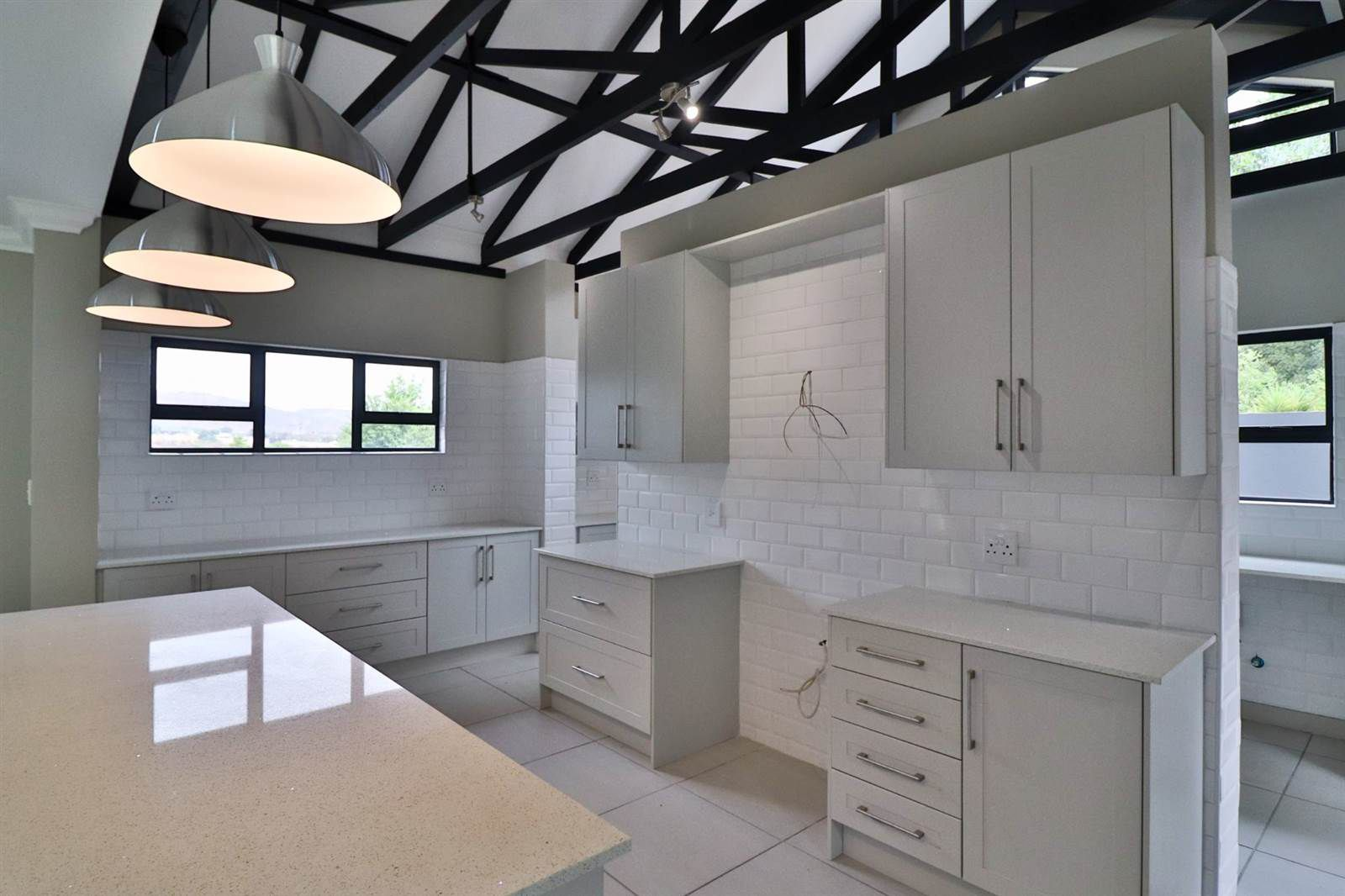 House in Xanadu Eco Park - Modern kitchen with loads of cupboards