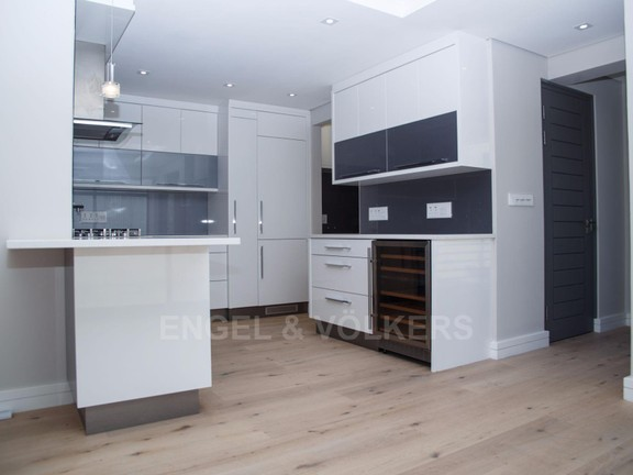 Condominium in Vredehoek - Kitchen 1 .jpg