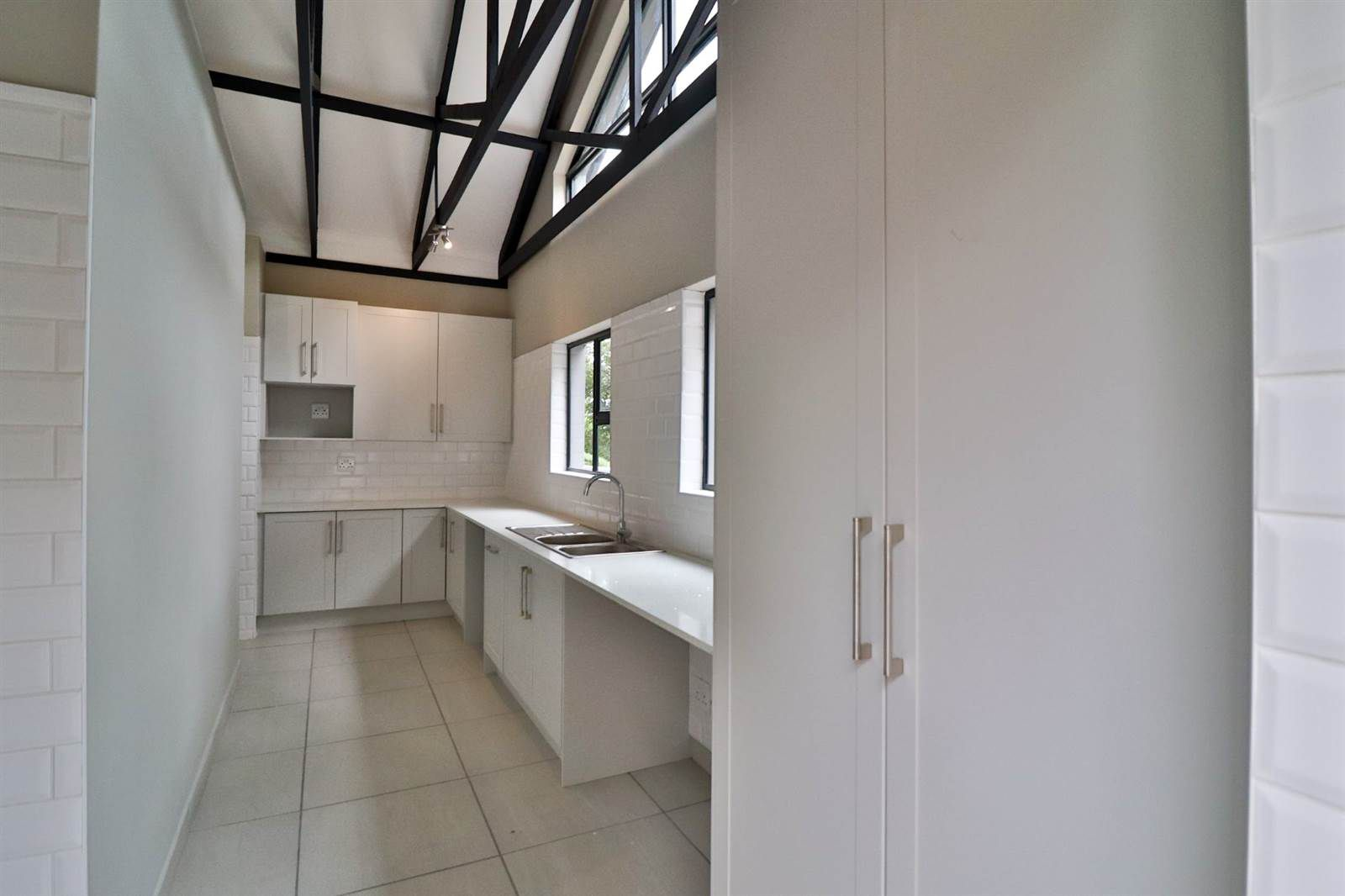 House in Xanadu Eco Park - Light filled scullery