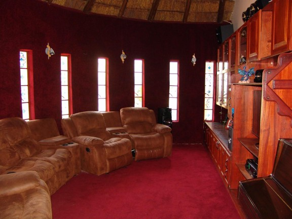 House in Thatch Haven - Private Lounge
