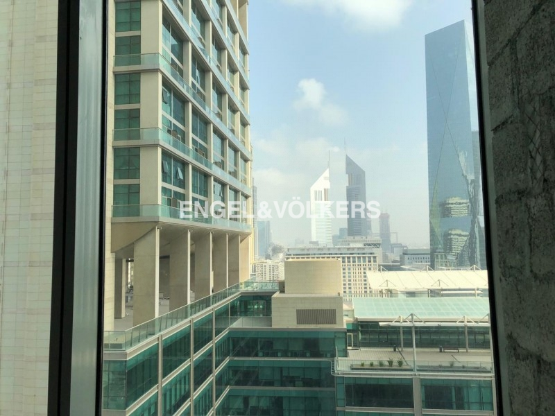 Office in Emirates Financial North Tower