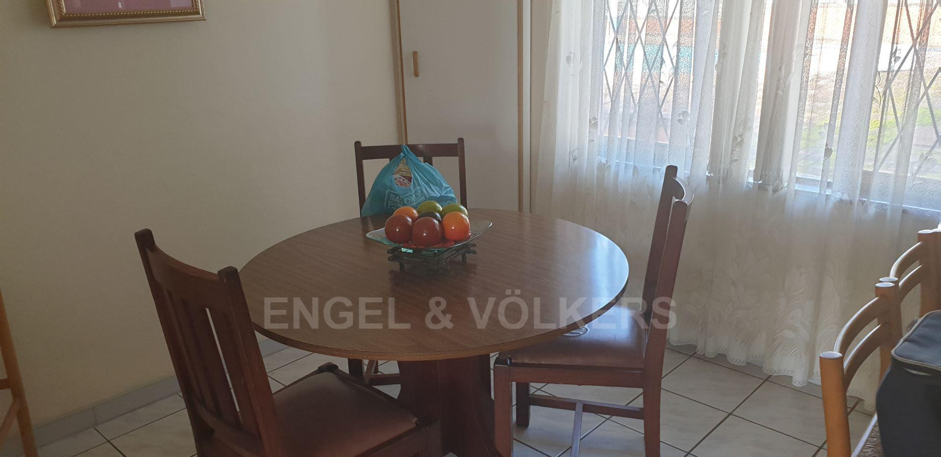 House in Uvongo - 004 - Dining Room.jpg