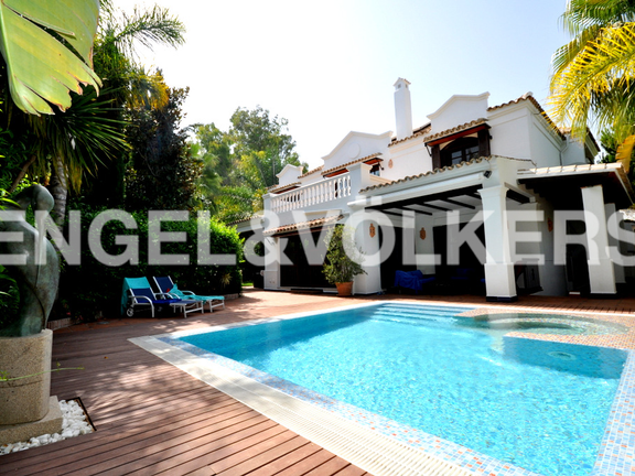 House in Beach Side Golden Mile - Charming Villa within the 5* Star Marbella Club Hotel