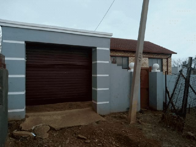 House in Ikageng - 17.jpeg