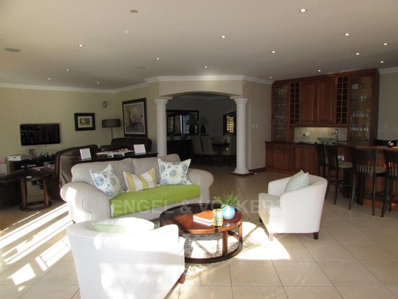 House in Uvongo - 009 Living Area.JPG