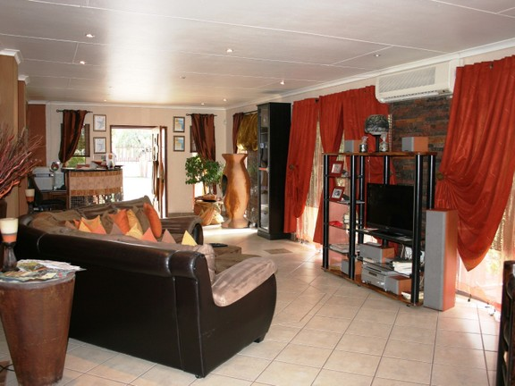 House in Phalaborwa & surrounds - Lounge 2