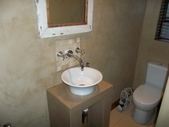 House in Van Der Hoff Park - Bathroom_etIdvyf.jpg