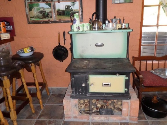 Hotel in Parys - antique stove.jpg
