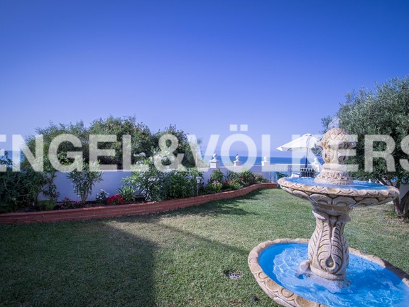 First line sea garden with view over the bay of Fuengirola