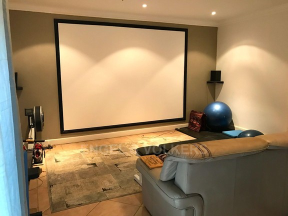 House in Waterkloof Ridge - CINEMA ROOM