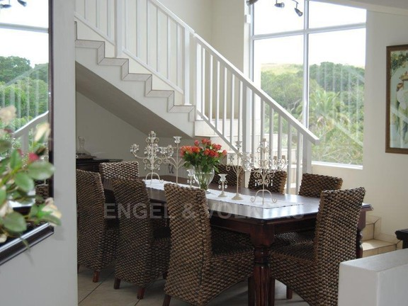 House in Shelly Beach - 006 Dining room.jpg