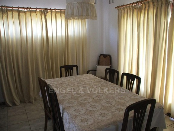 House in Umtentweni - Dining Room