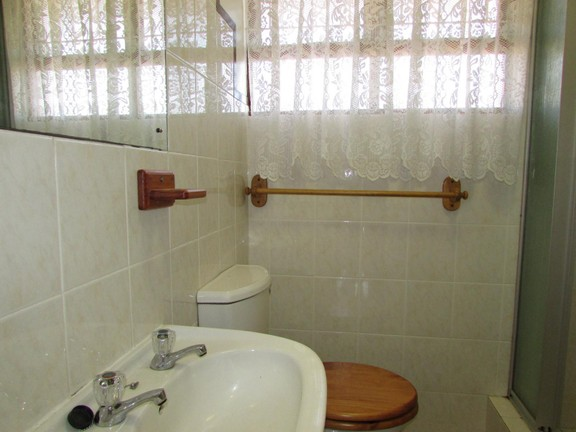 Condominium in Shelly Beach - 008_Bathroom_2_wovLOPd.JPG