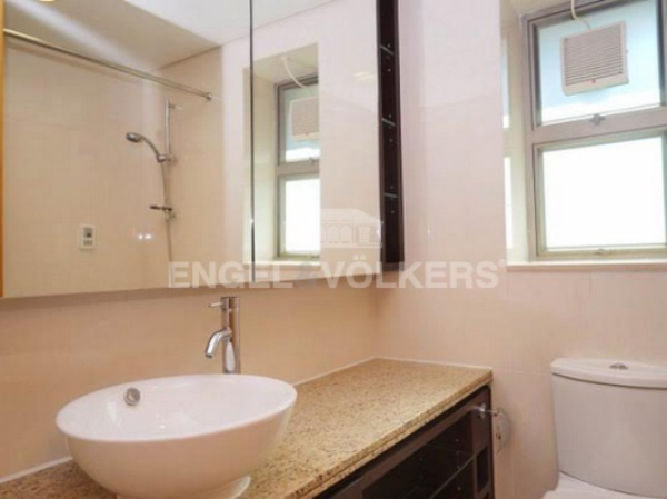 Apartment in Wanchai/Causeway Bay - The Zenith 尚翹峰