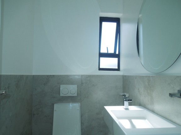 House in Featherbrooke - Guest loo
