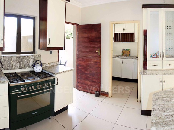 House in Waterkloof Ridge Ext - Kitchen and scullery