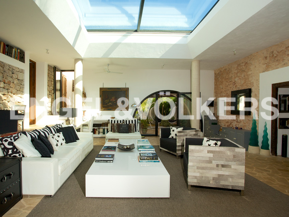 House in San Lorenzo - The living room with sky light