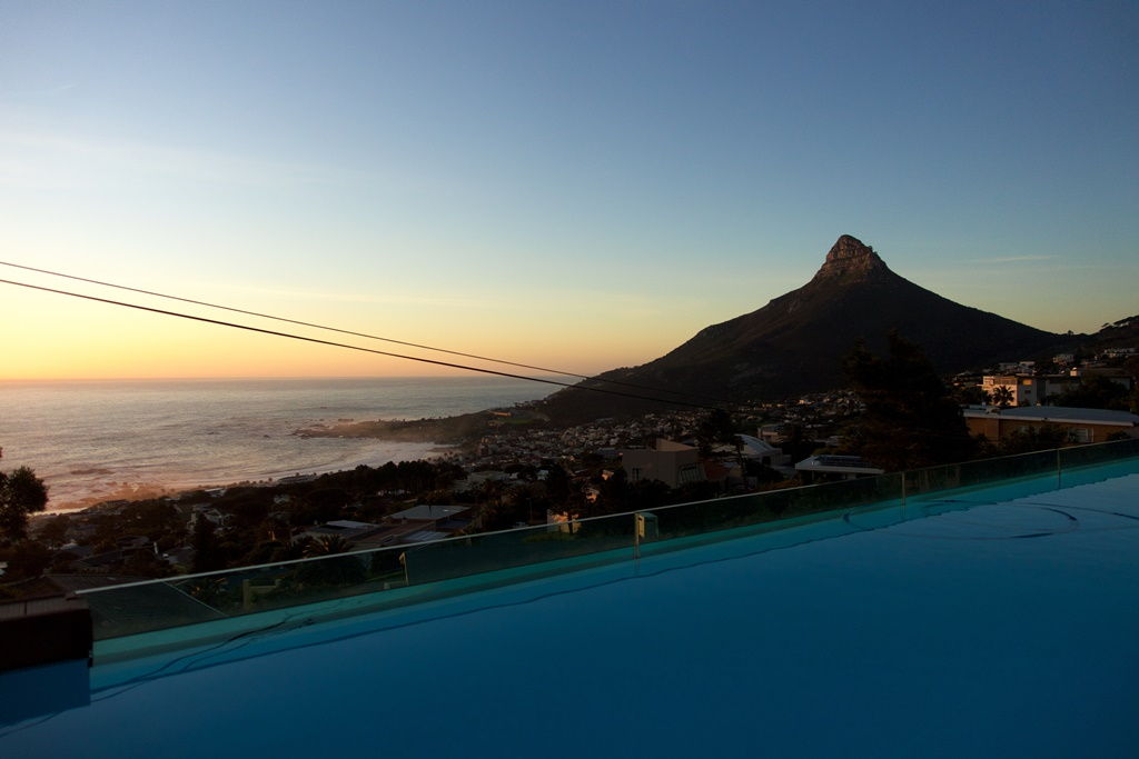 House in Camps Bay - Sunset Pool.jpg