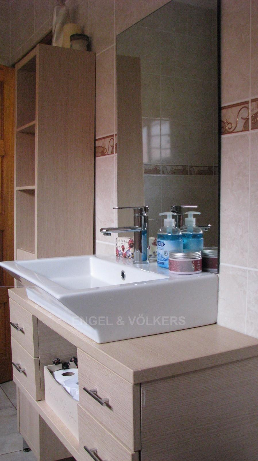 House in Melodie A/h - Built in vanity with basin