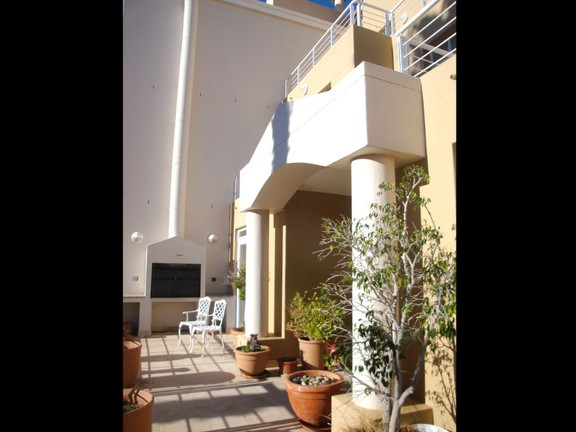 House in Harbour Island - @2 11 Back entrance with braai.jpg
